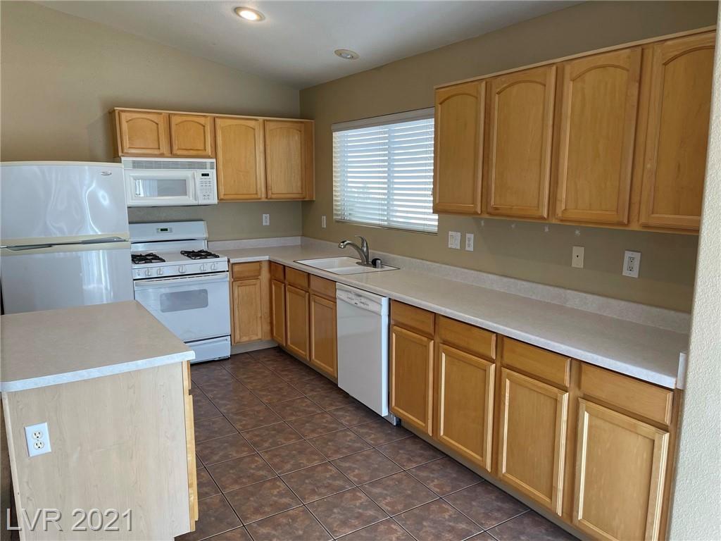 8545 Gracious Pine Avenue Property Photo 9