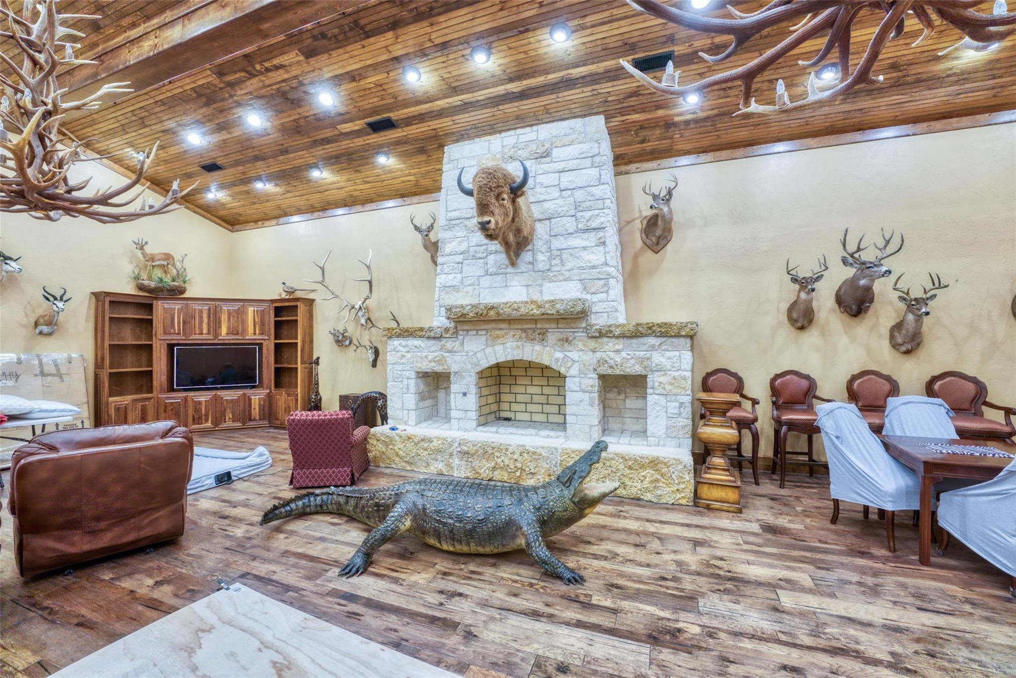 4696 J Bar Ranch Road Property Photo 15
