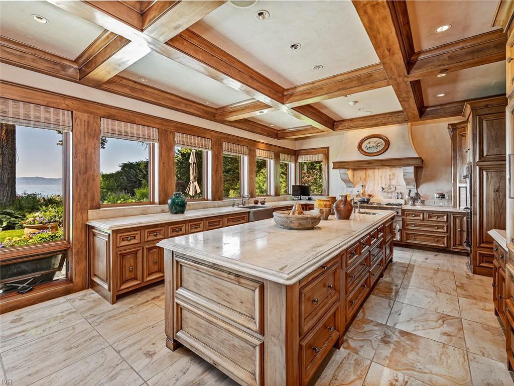 859 Lakeshore Boulevard Property Photo 9