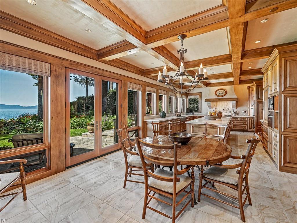 859 Lakeshore Boulevard Property Photo 10