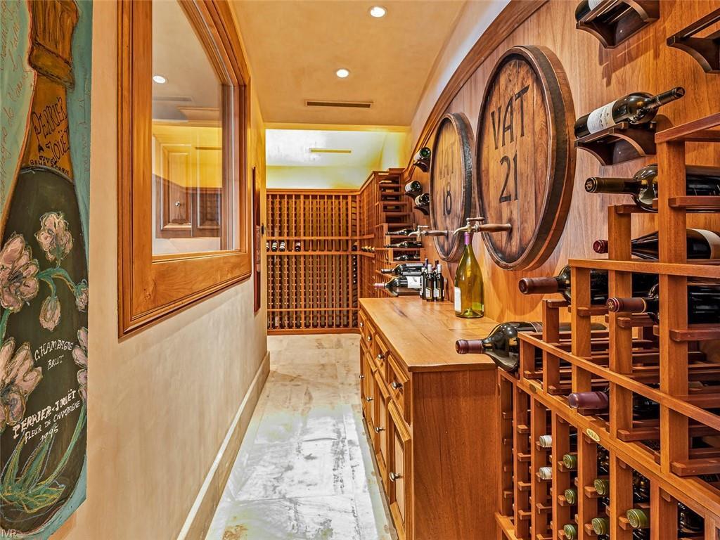 859 Lakeshore Boulevard Property Photo 13