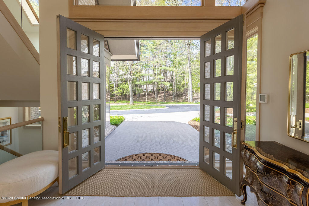 6400 Pine Hollow Drive Property Photo 9