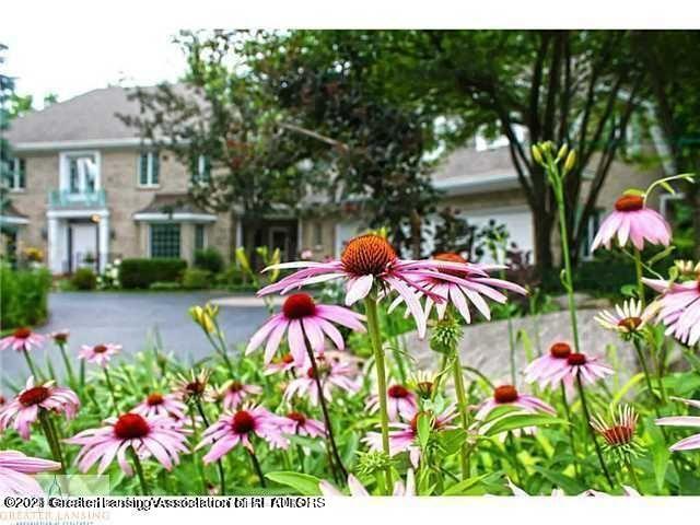 6231 Heathfield Drive Property Photo