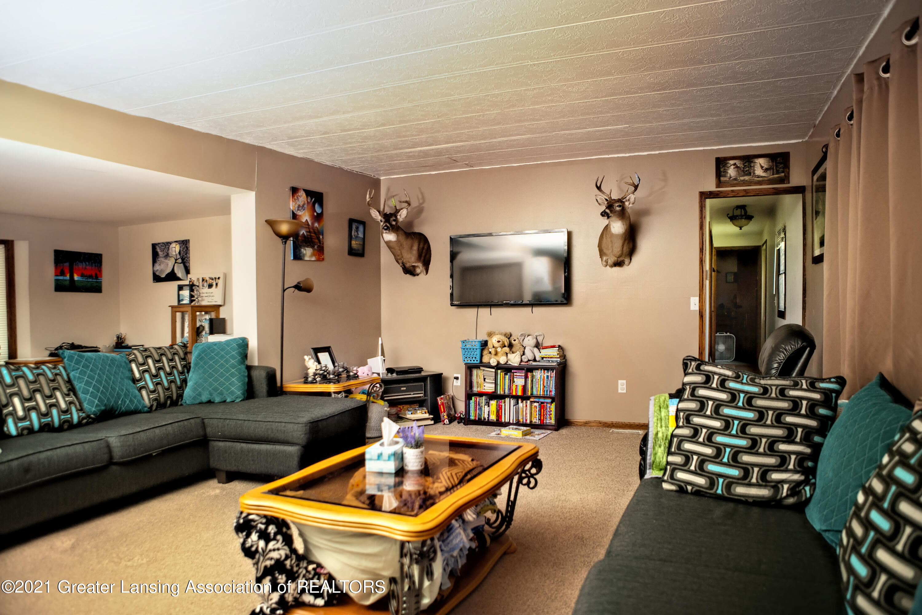 8482 Willow Drive Property Photo