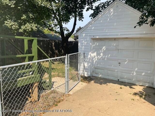 1314 W Barnes Avenue Property Photo 3