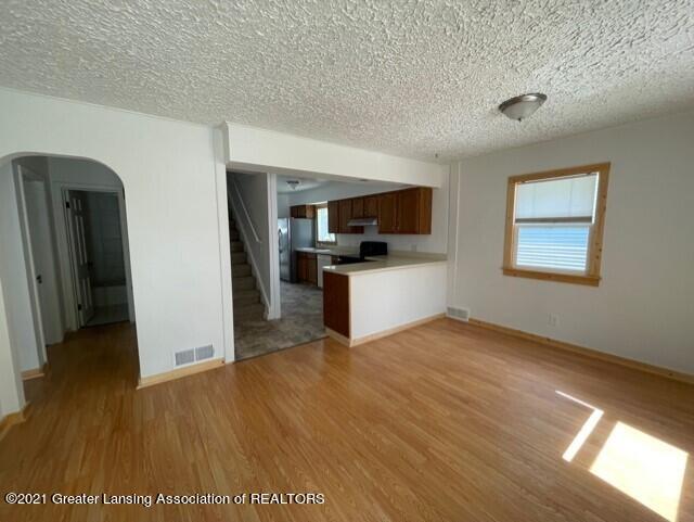 1314 W Barnes Avenue Property Photo 4