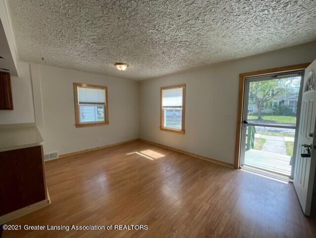 1314 W Barnes Avenue Property Photo 5