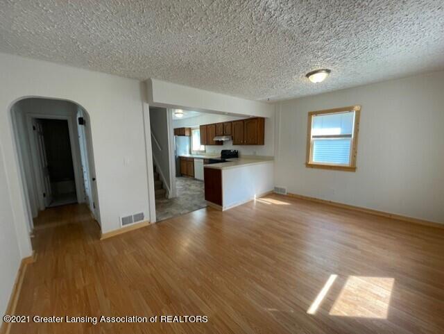 1314 W Barnes Avenue Property Photo 6