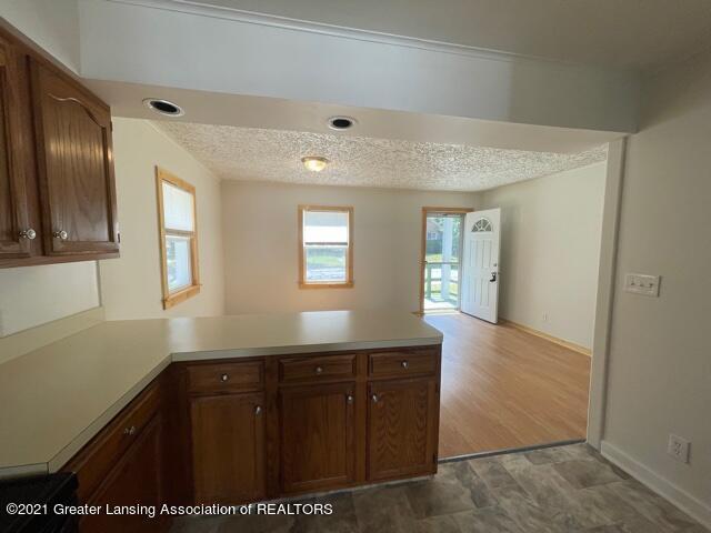 1314 W Barnes Avenue Property Photo 8