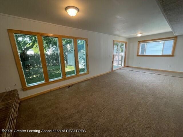 1314 W Barnes Avenue Property Photo 18