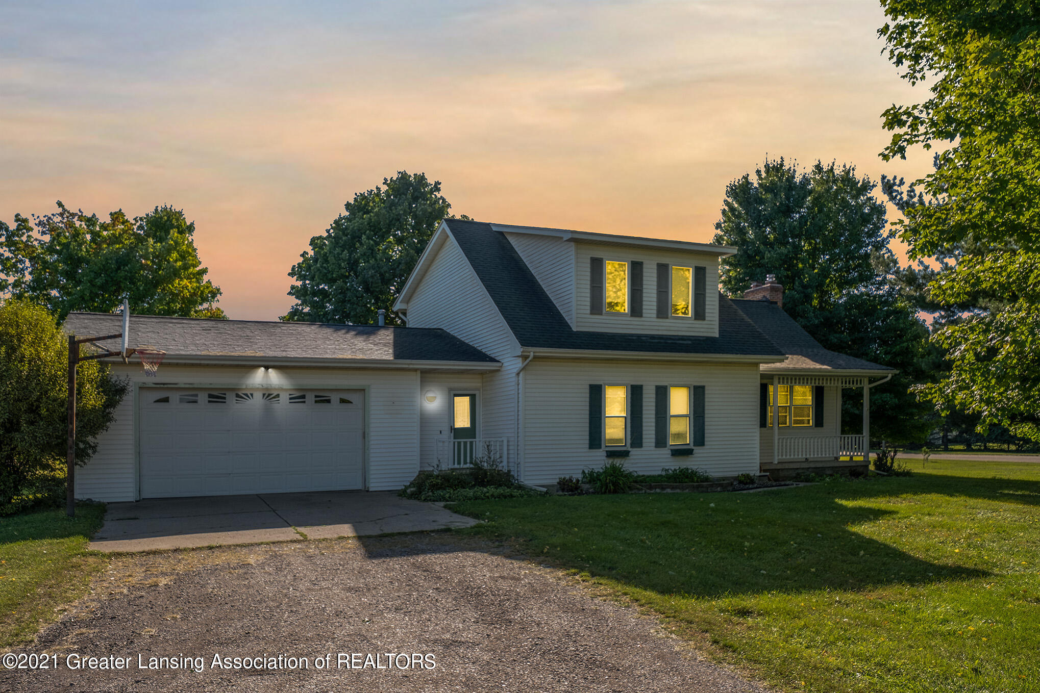 4558 N Smith Road Property Photo