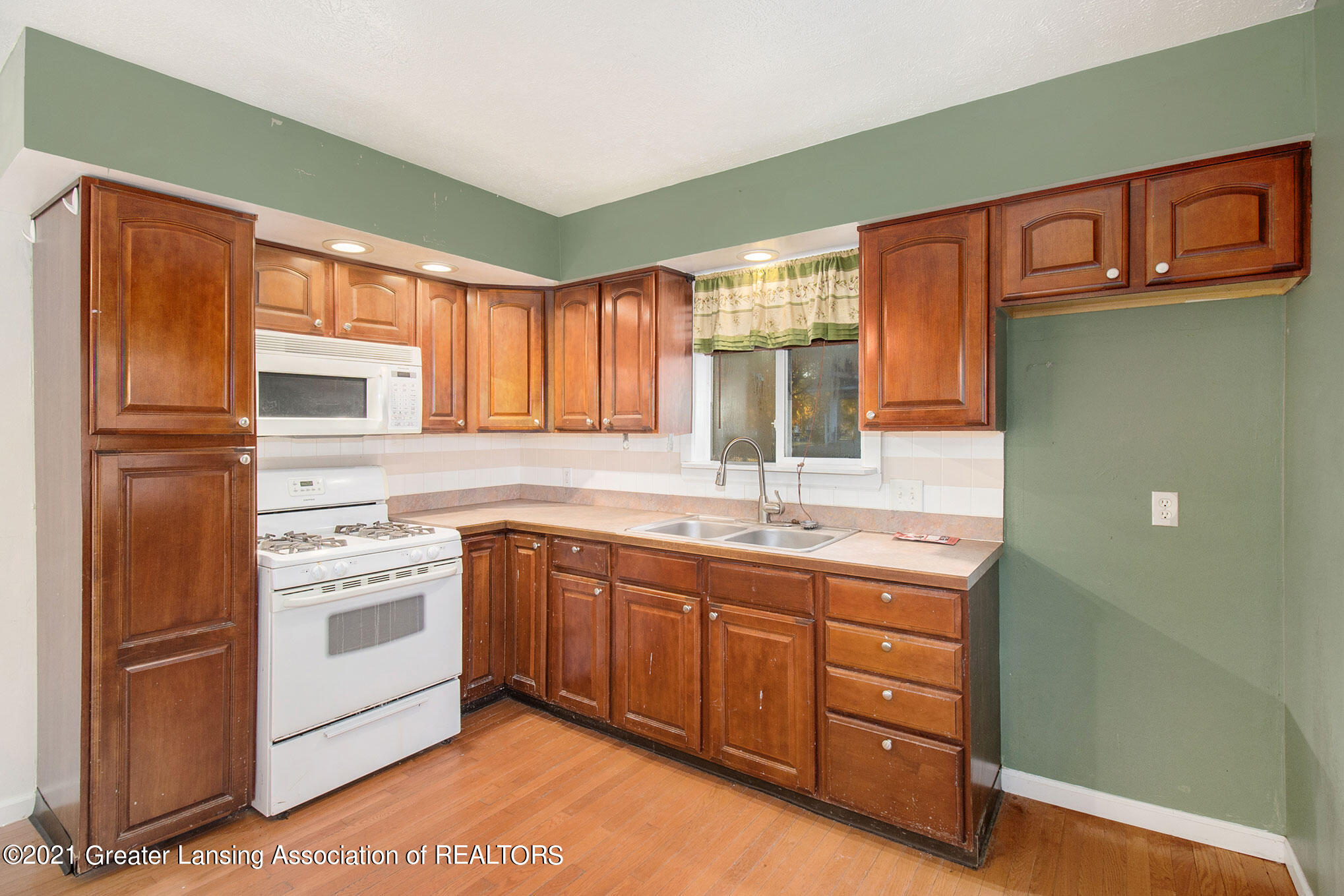 4906 Ingham Street Property Photo 5