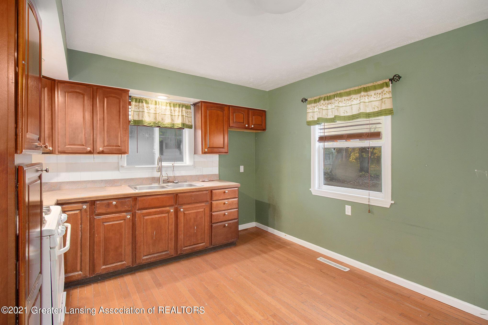 4906 Ingham Street Property Photo 6