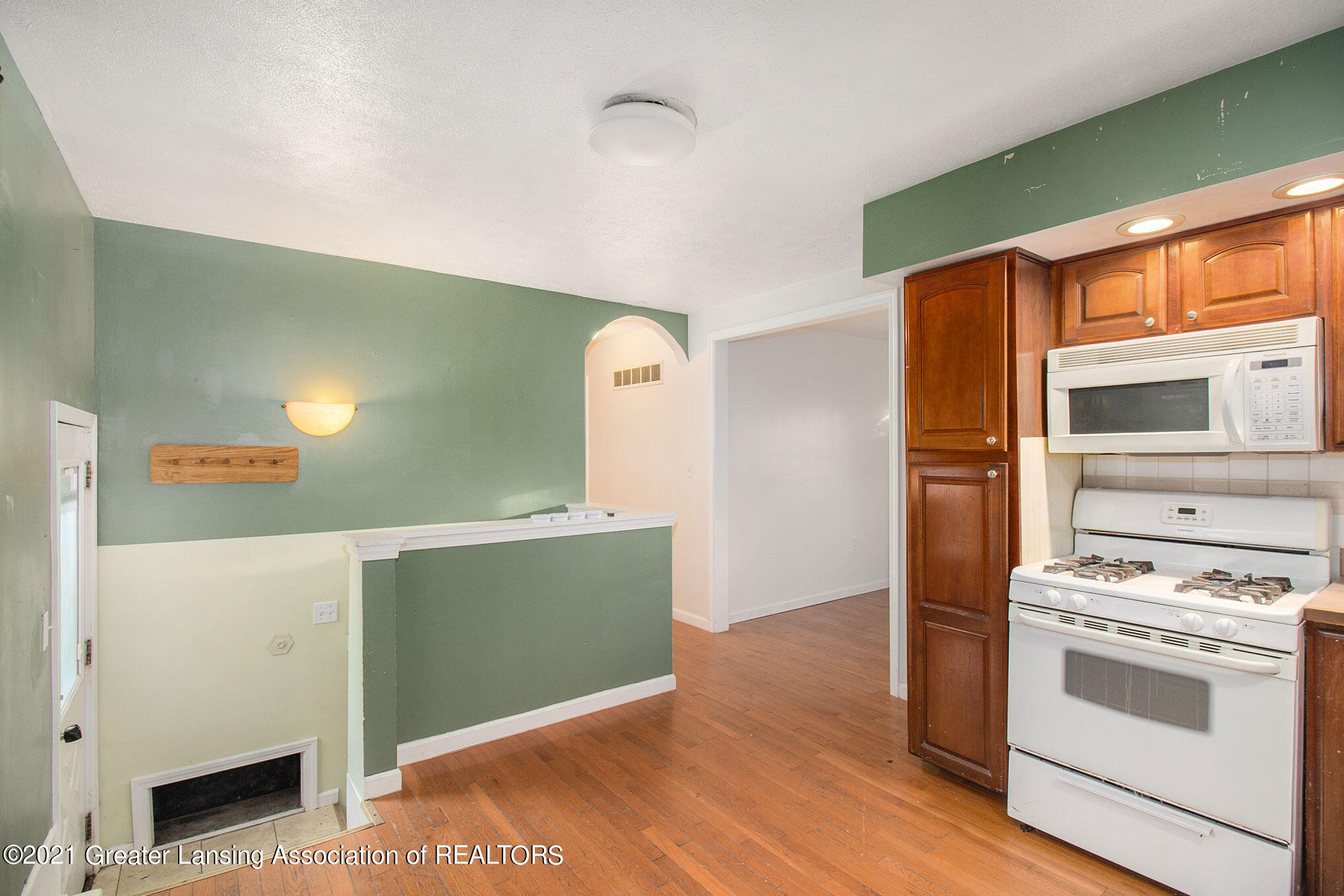 4906 Ingham Street Property Photo 7