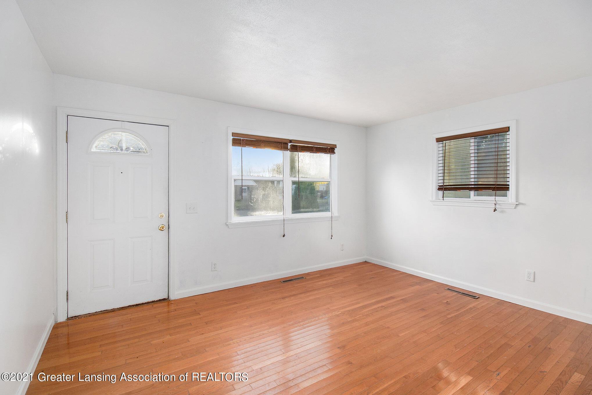 4906 Ingham Street Property Photo 8