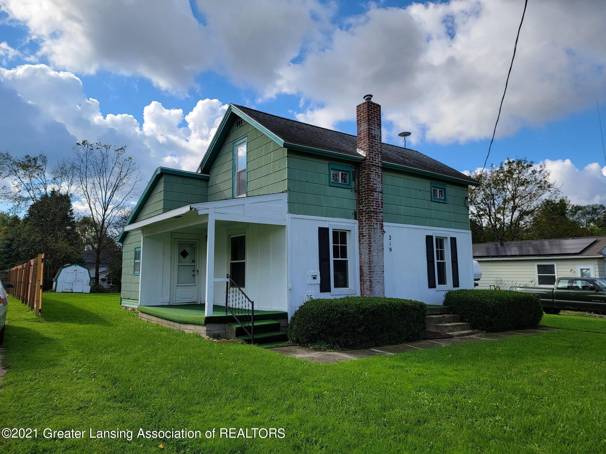 219 W 1st Street Property Photo