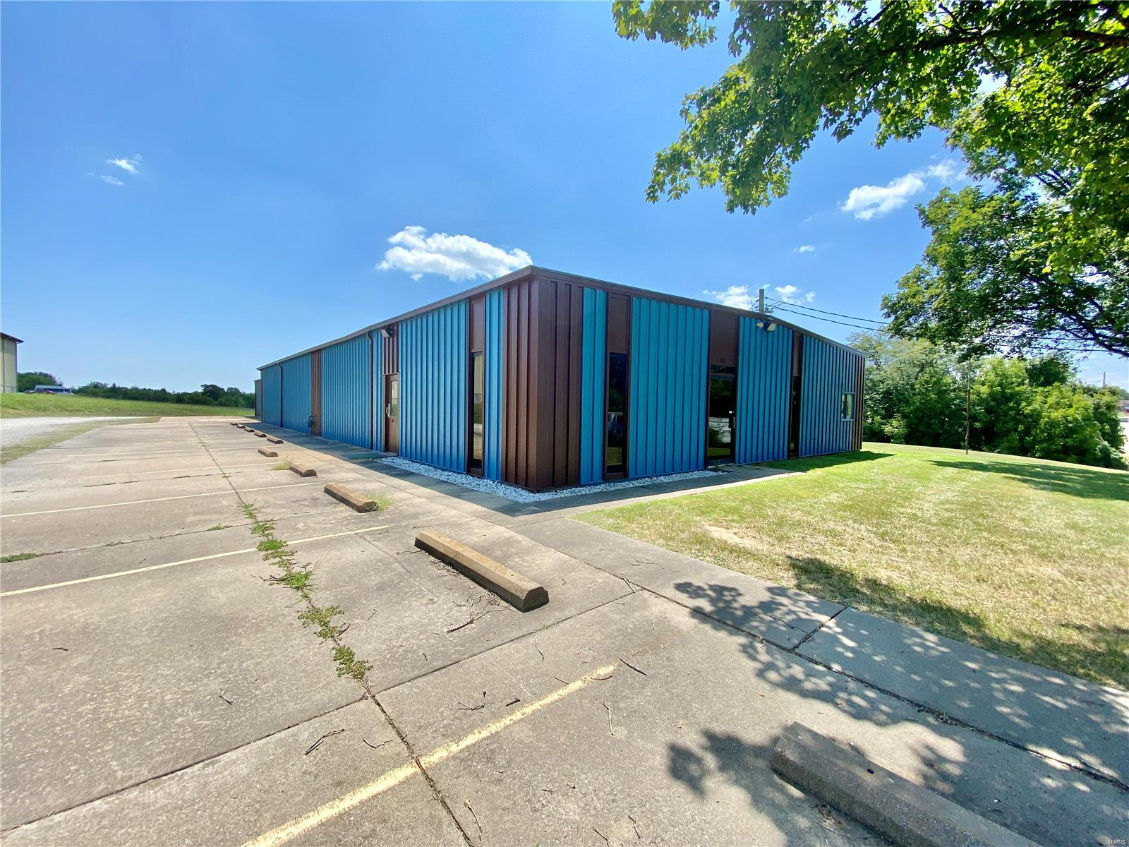612 Industrial Drive Property Photo 2