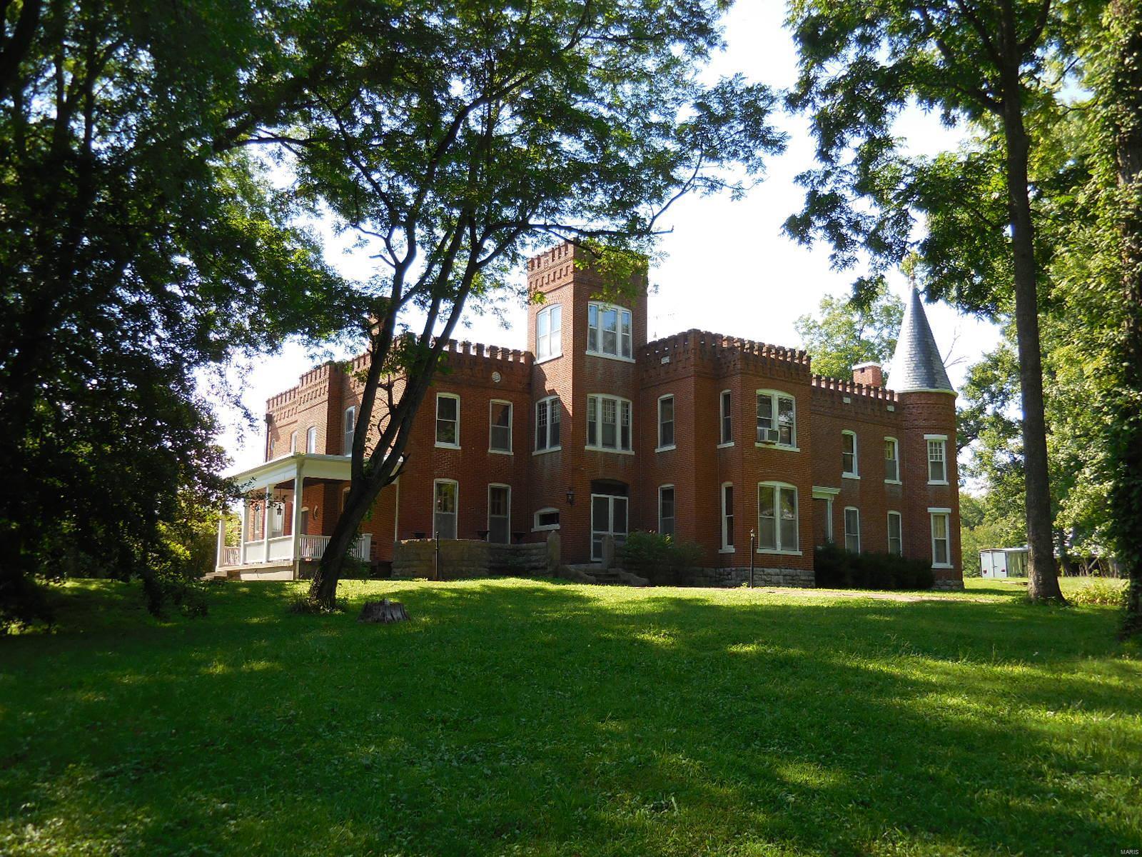 898 Elmwood Lane Property Photo 1