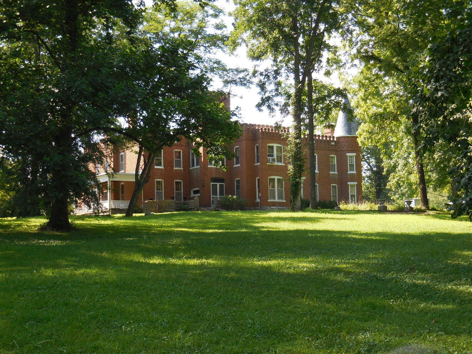 898 Elmwood Lane Property Photo 2