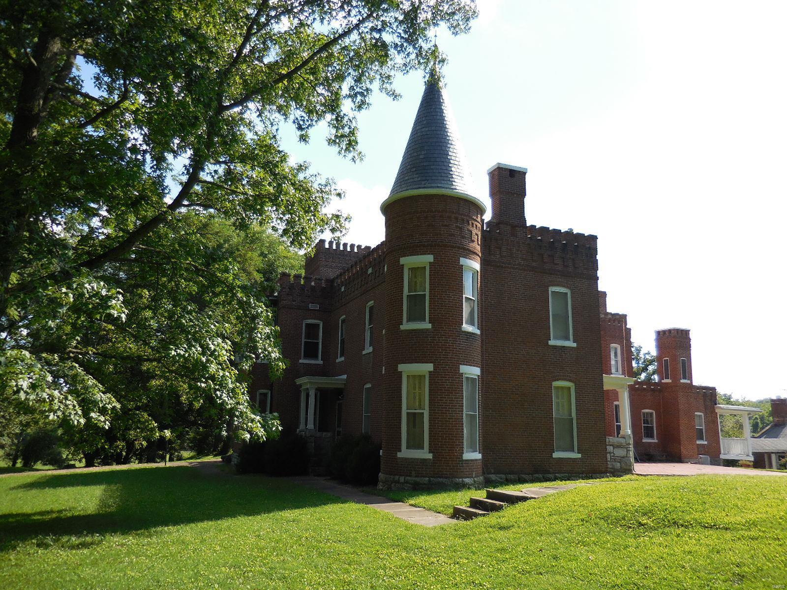 898 Elmwood Lane Property Photo 3