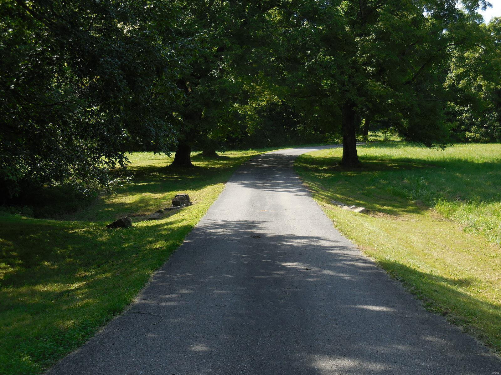 898 Elmwood Lane Property Photo 5