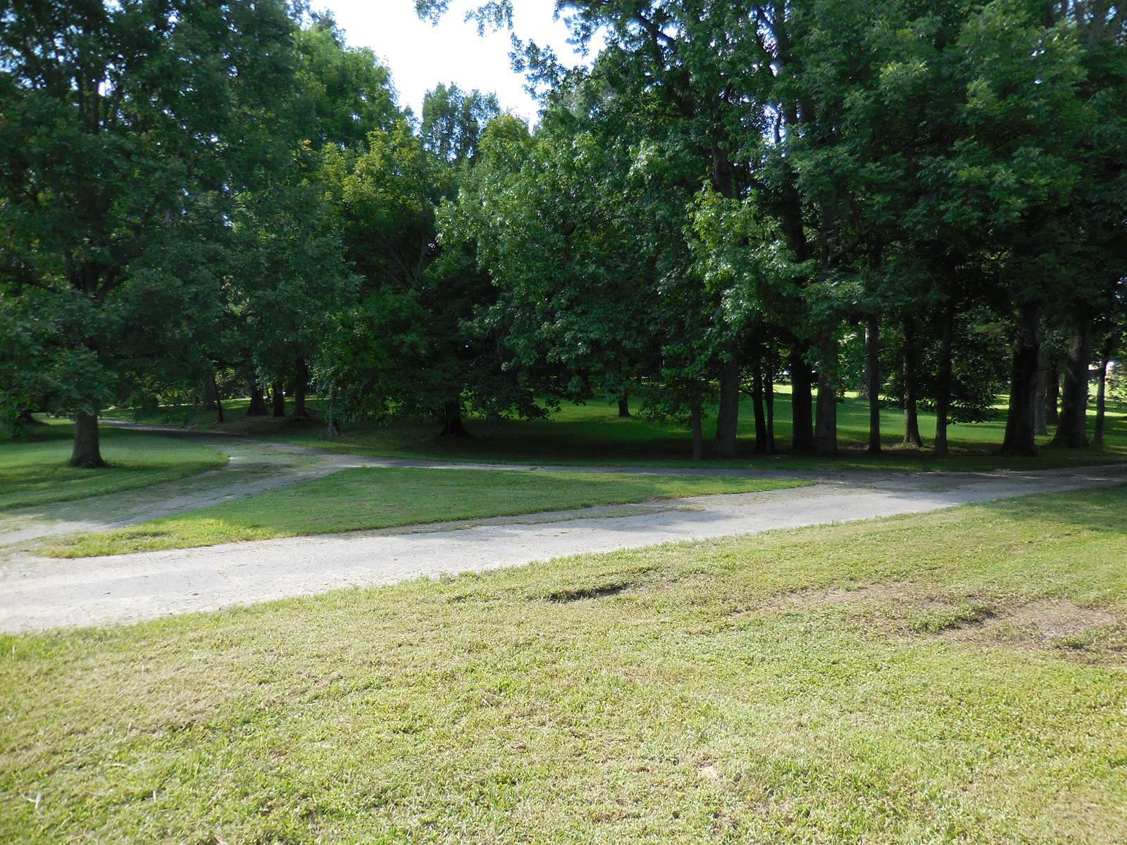 898 Elmwood Lane Property Photo 8