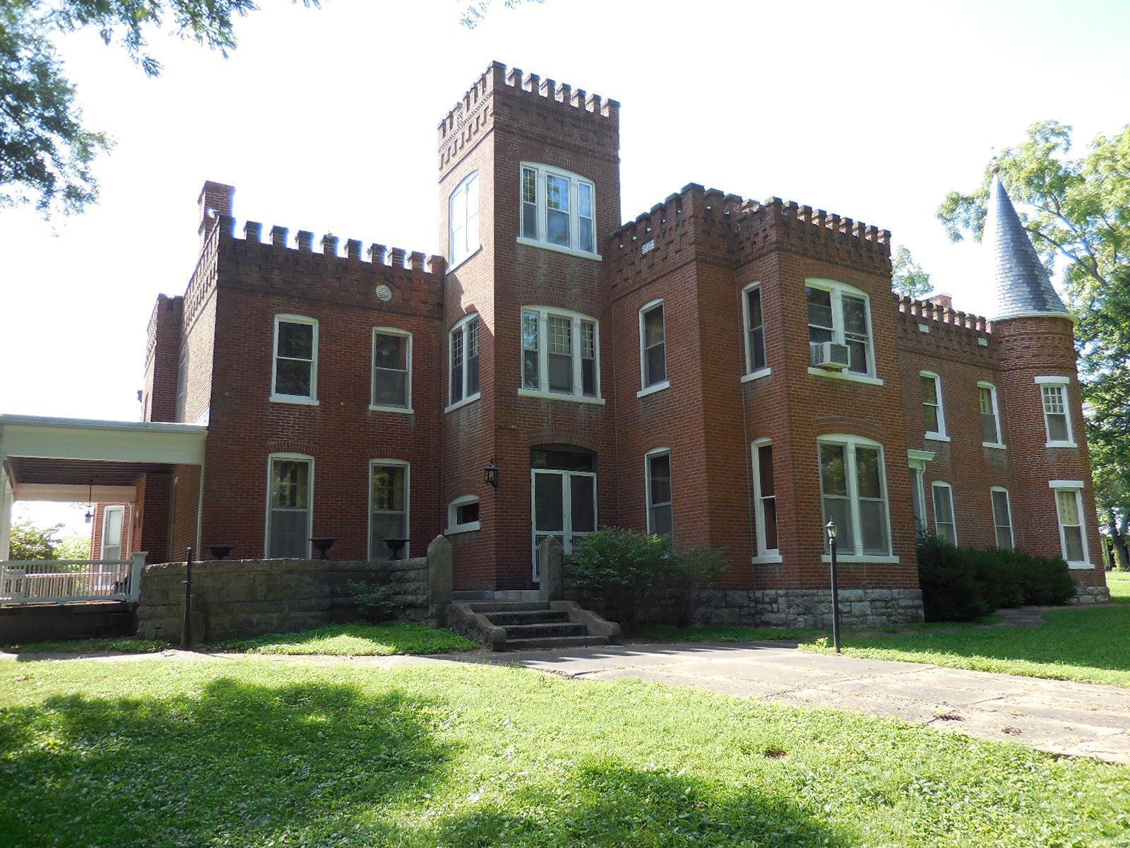 898 Elmwood Lane Property Photo 12