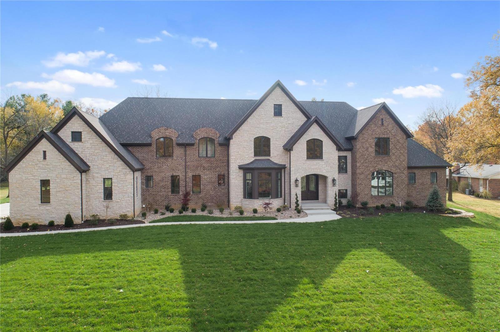 15 Williamsburg Property Photo 1