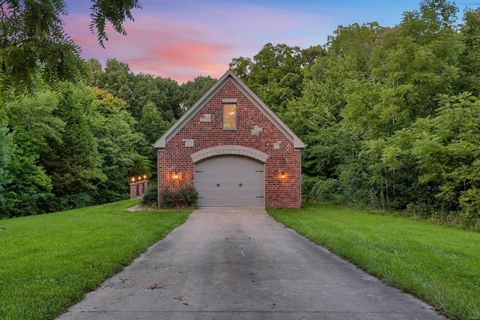 665 Forest Ridge Lane Property Photo 8