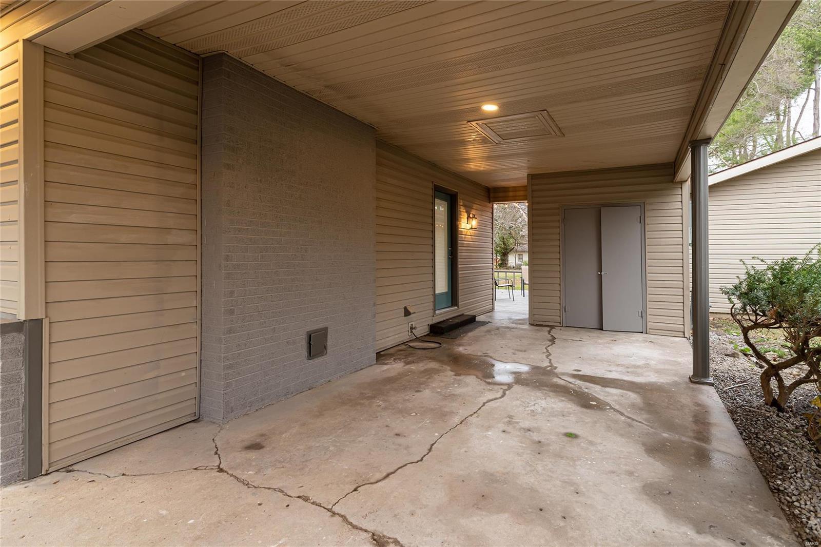 E 1411 St Louis Street Property Photo 10