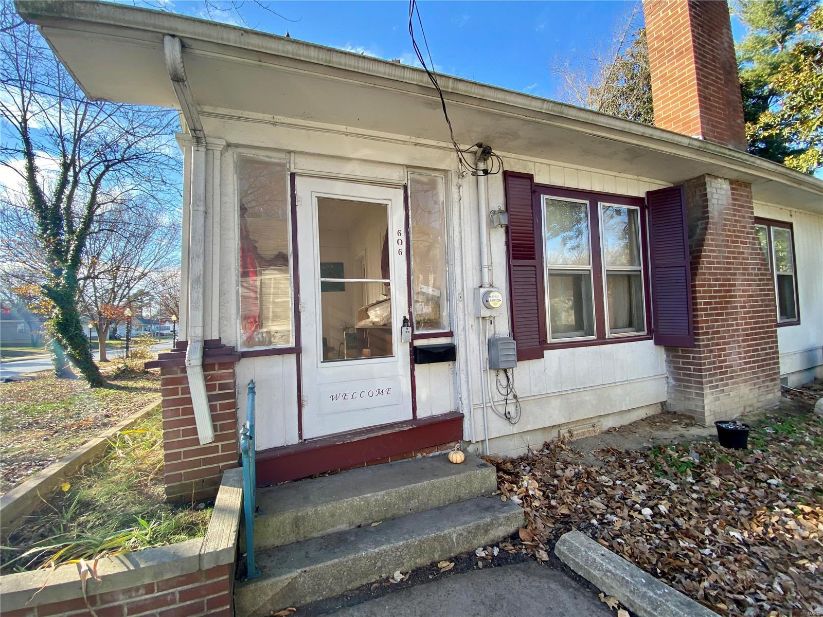W 606 Walnut Street Property Photo 2