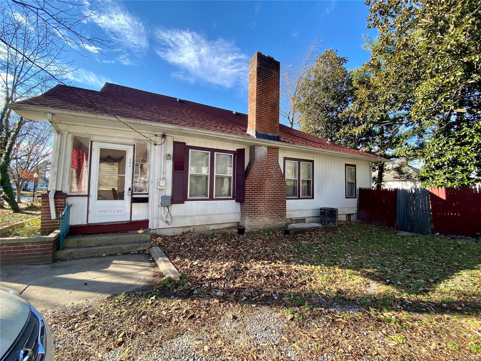 W 606 Walnut Street Property Photo 4