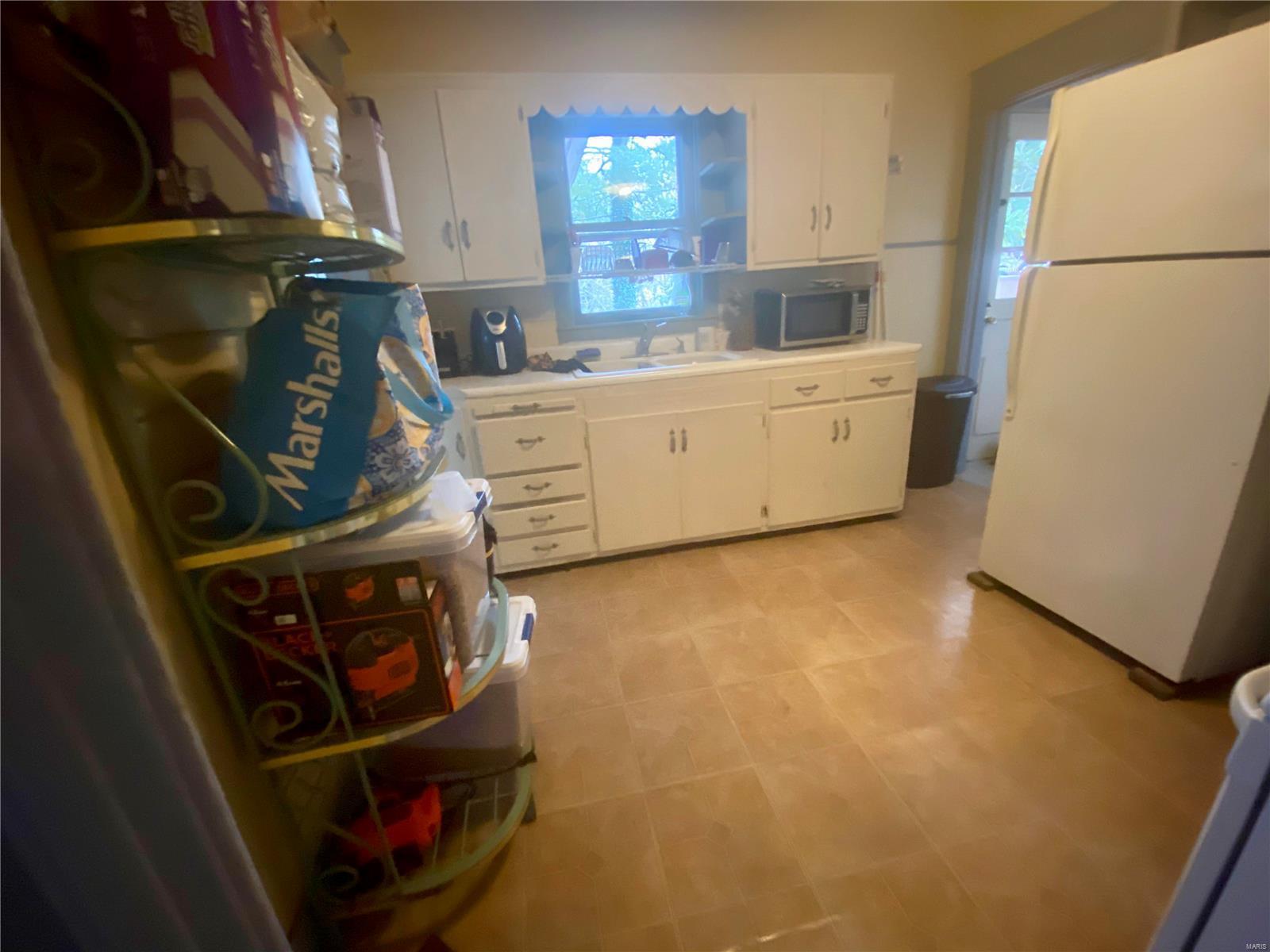 W 606 Walnut Street Property Photo 11