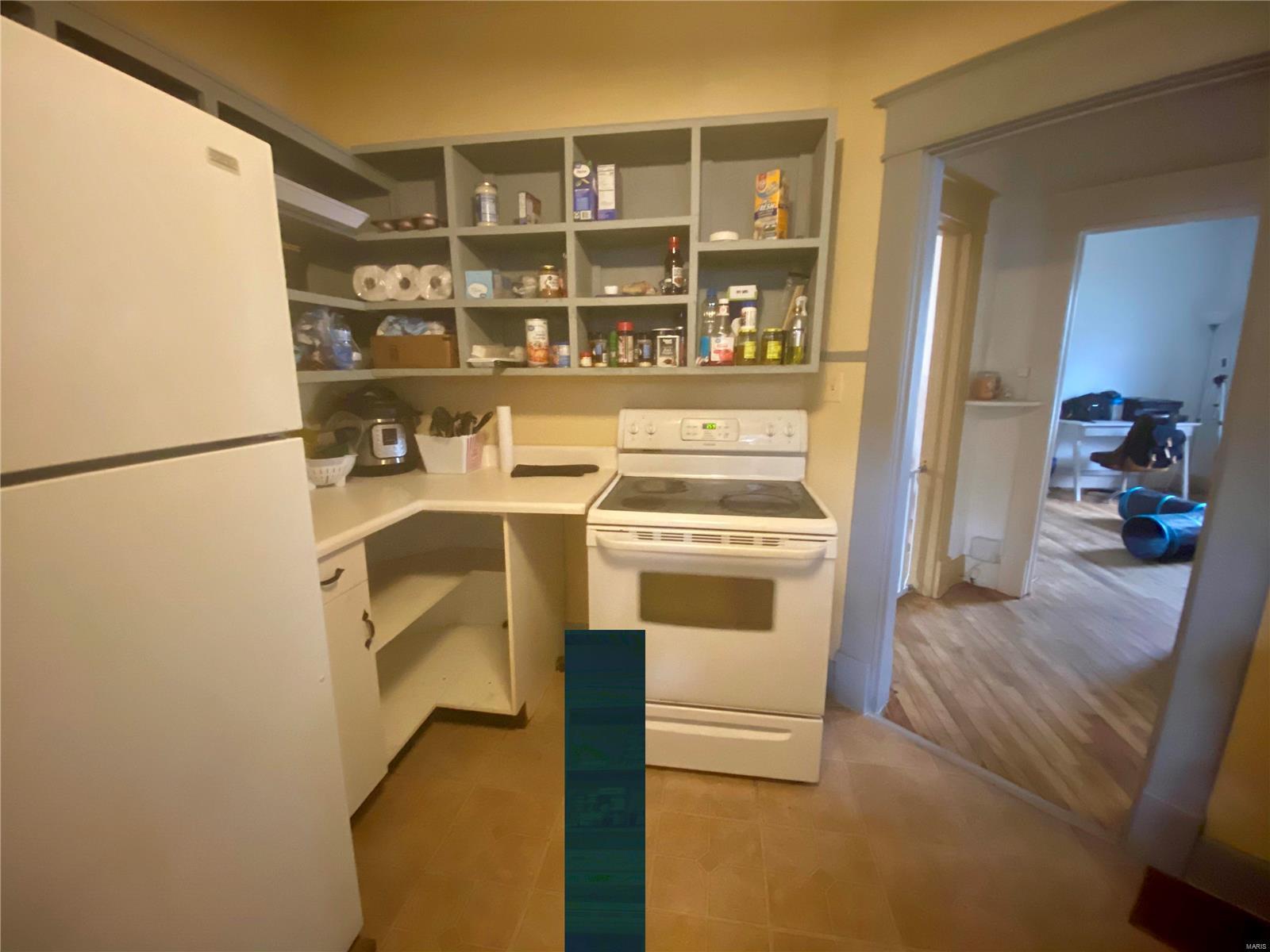 W 606 Walnut Street Property Photo 12