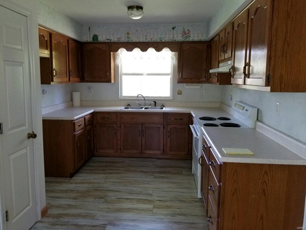 2950 Victoria Property Photo 13