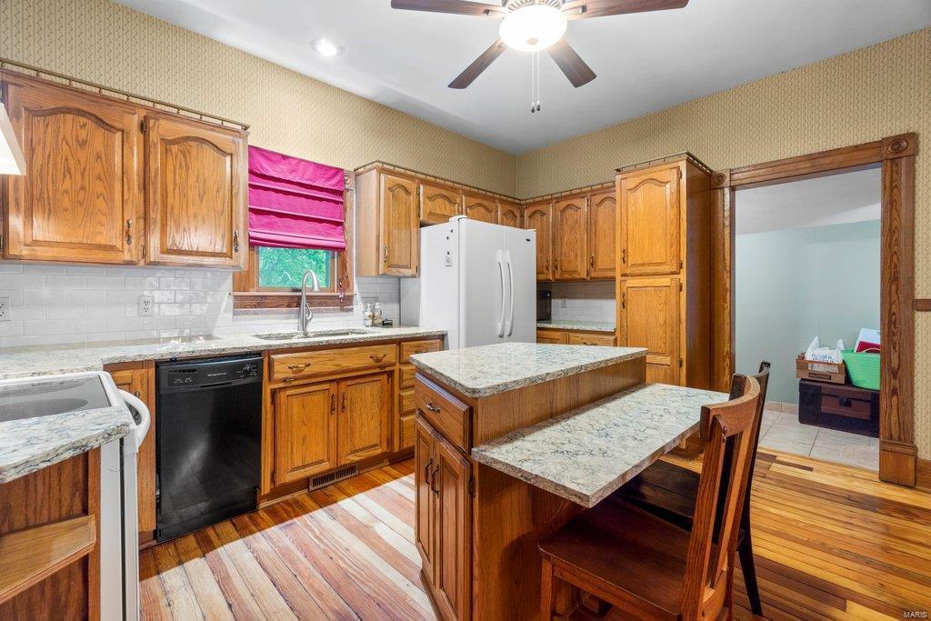 139 S Oak Street Property Photo 7
