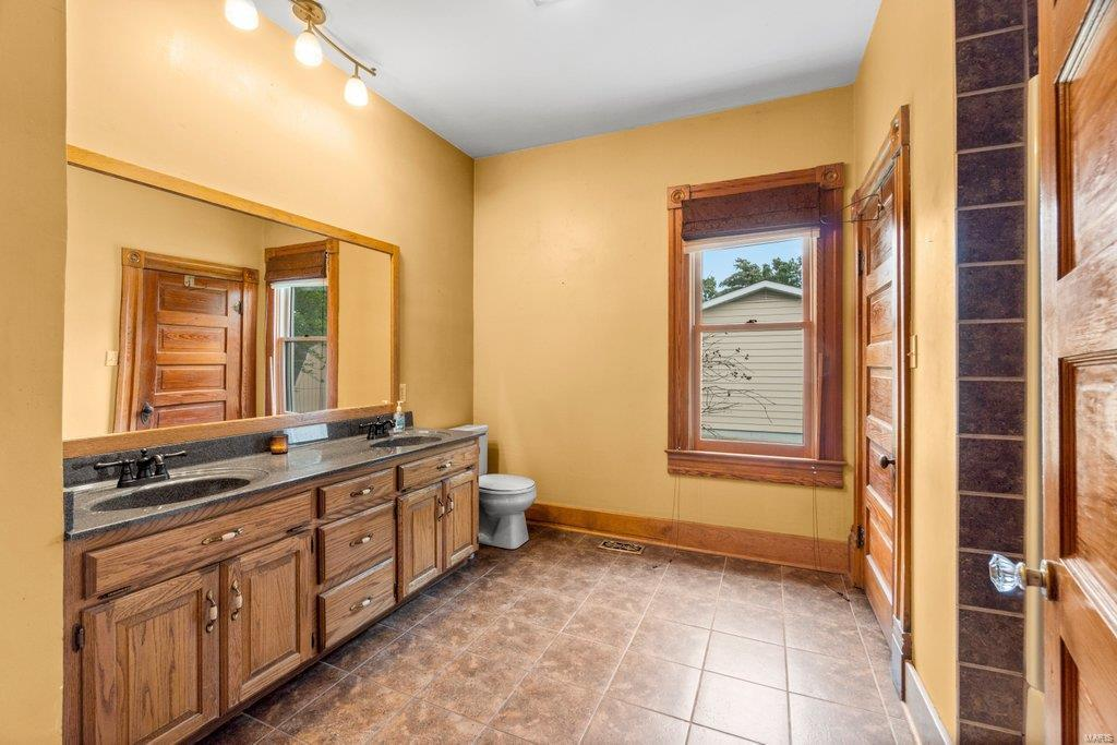 139 S Oak Street Property Photo 18