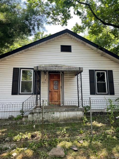 216 E Holden Avenue Property Photo 1