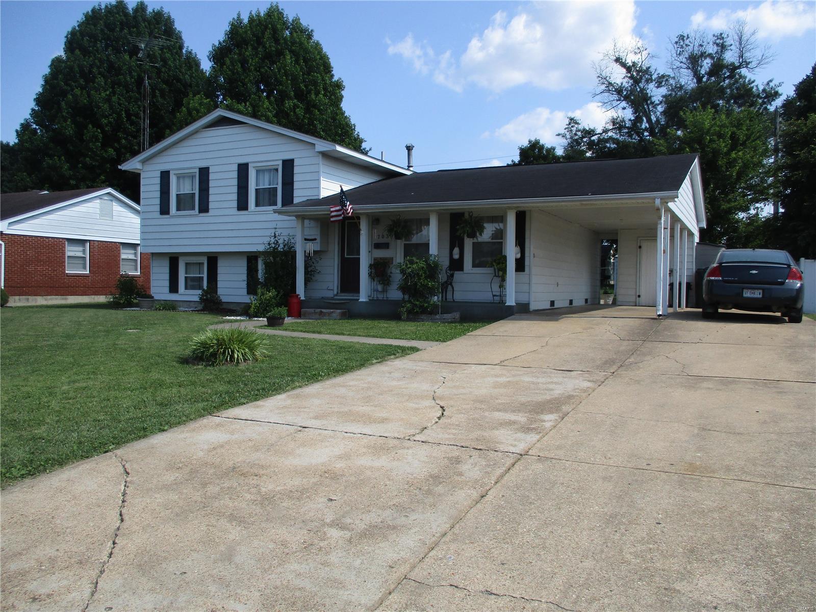 703 W. College Property Photo 1
