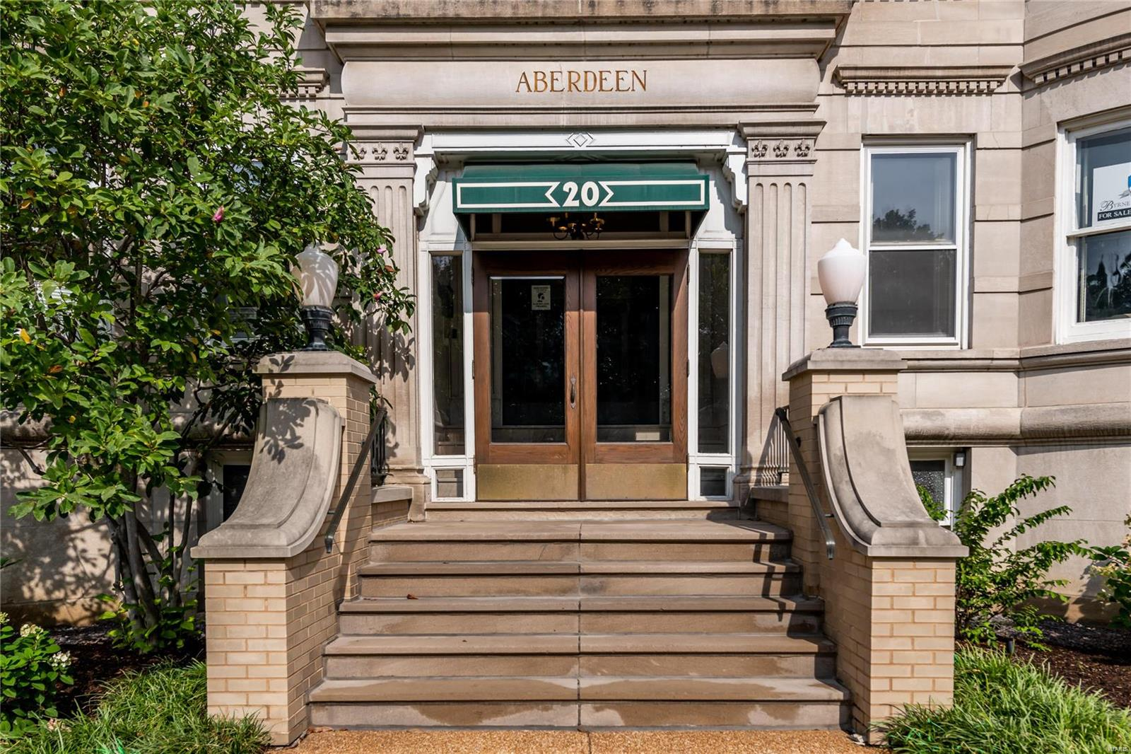20 N Kingshighway Boulevard Property Photo