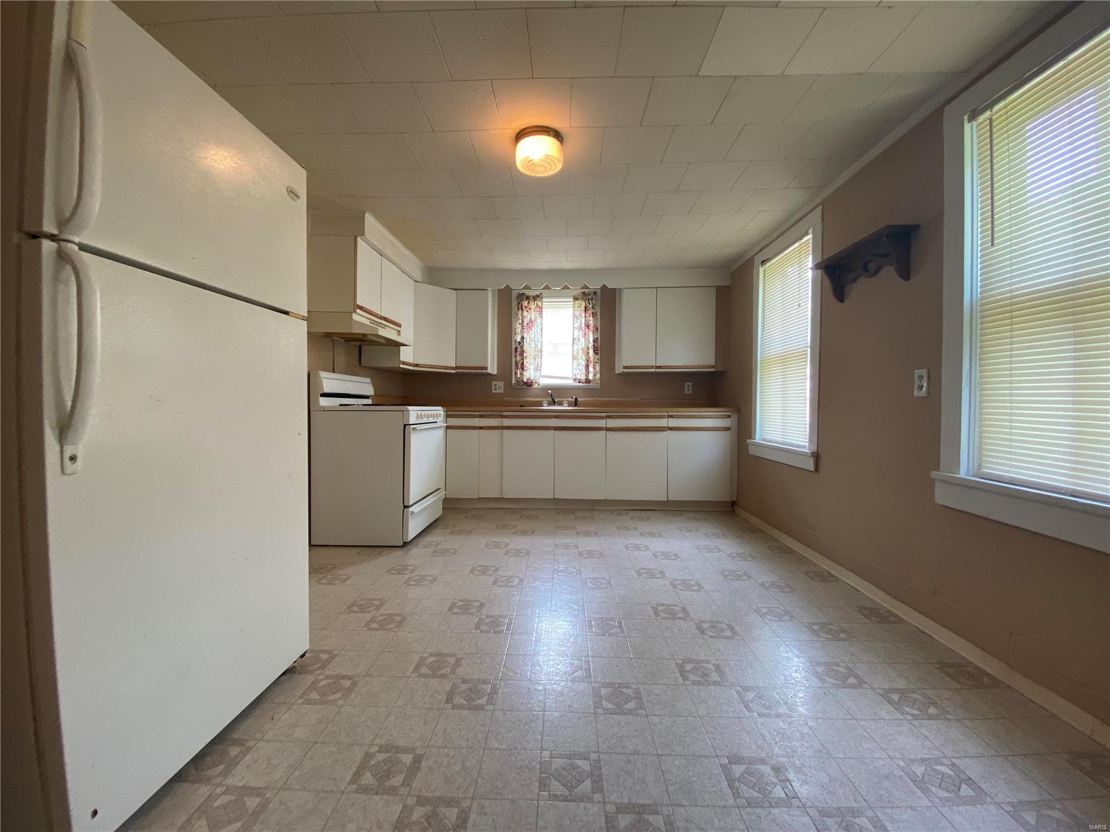 1044 W Saint Joseph Street Property Photo 4