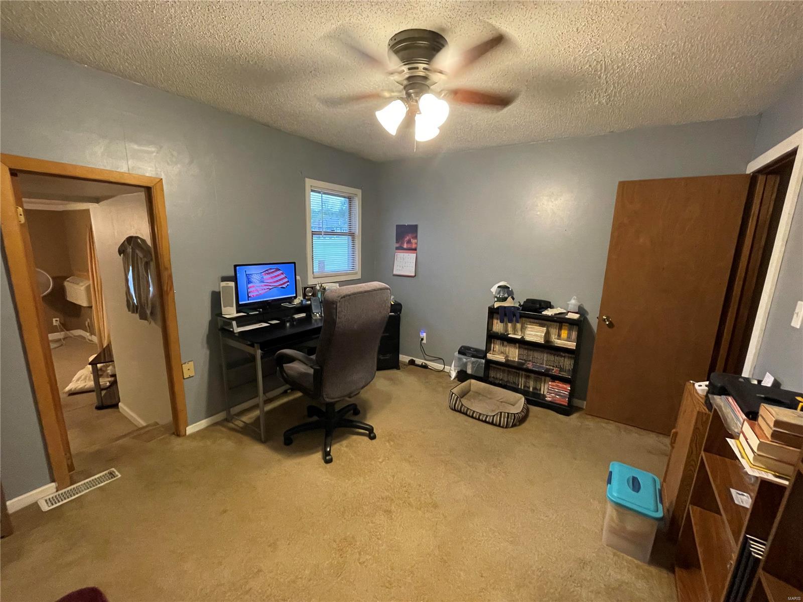 1006 W 9th Street Property Photo 11