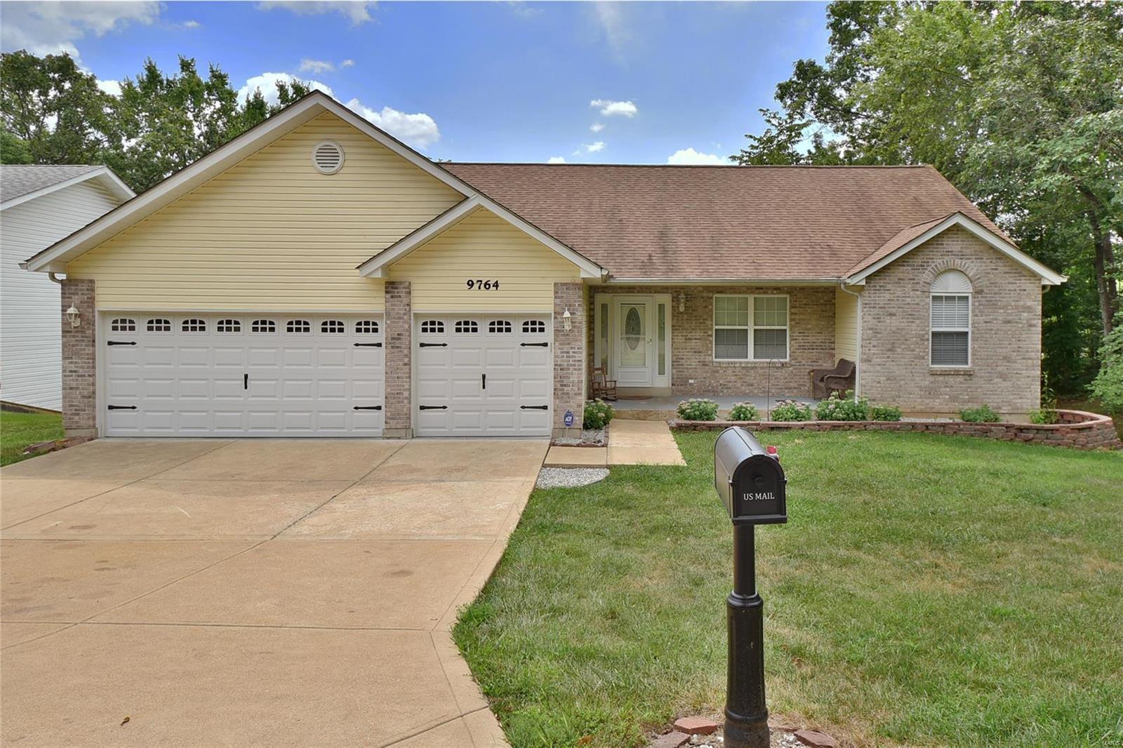 9764 Lee Drive Property Photo 1