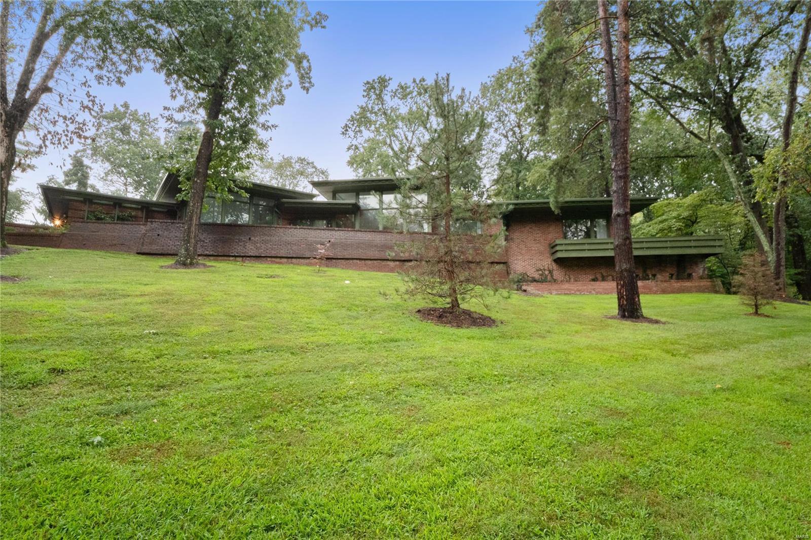 1700 Warson Estates Property Photo 1