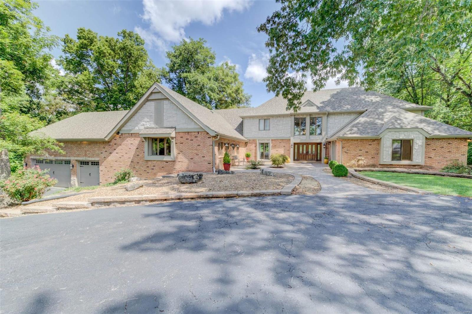 10 Lakeview Drive Property Photo 1