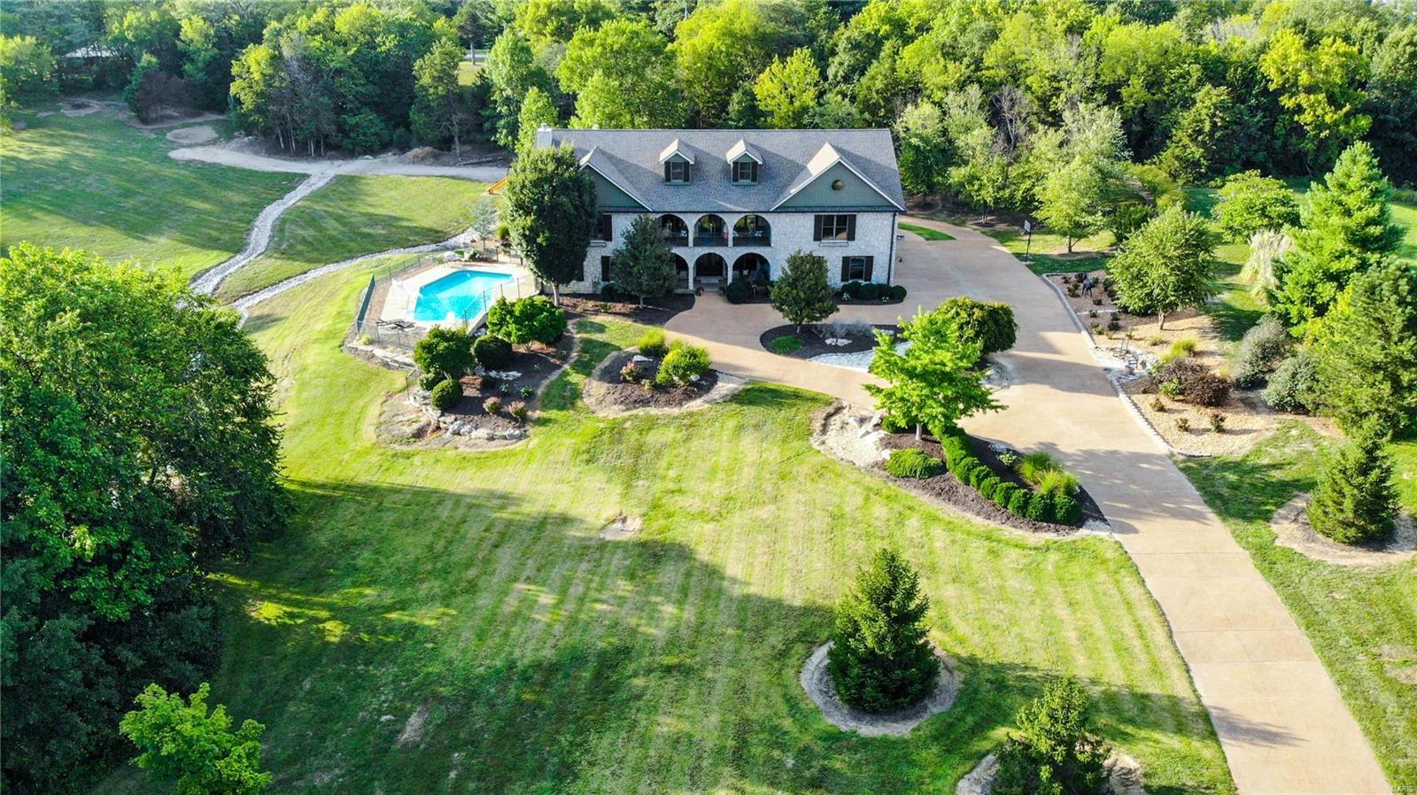 19 Lakeside Property Photo 2