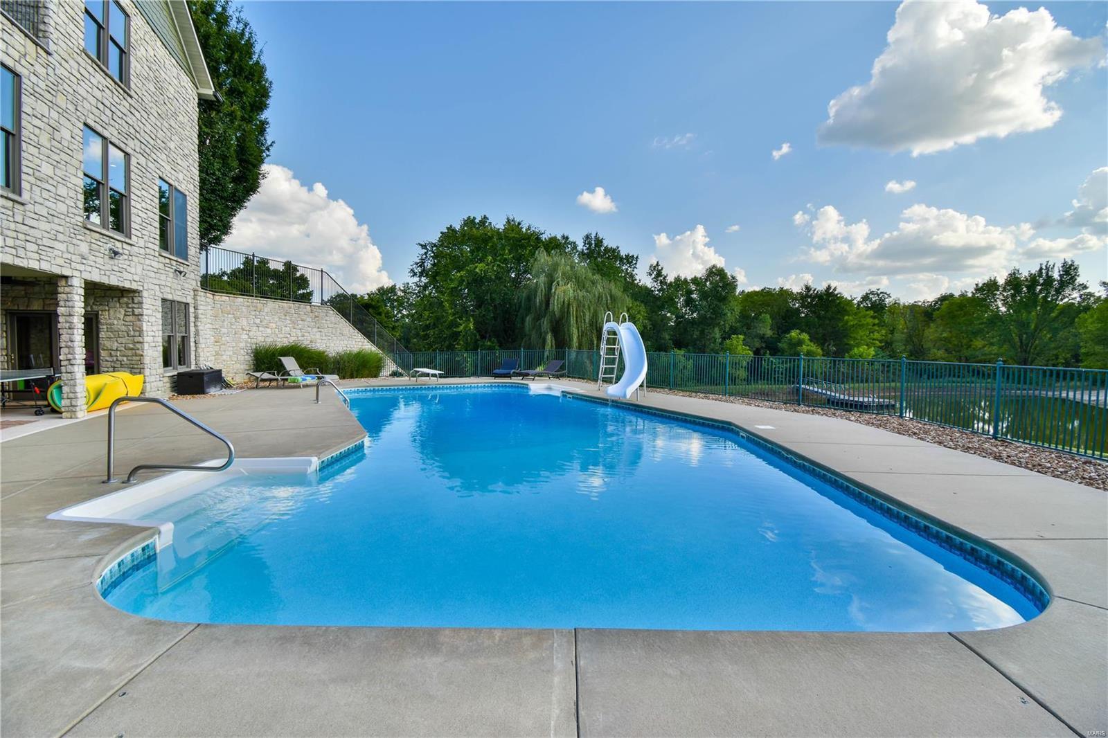 19 Lakeside Property Photo 9