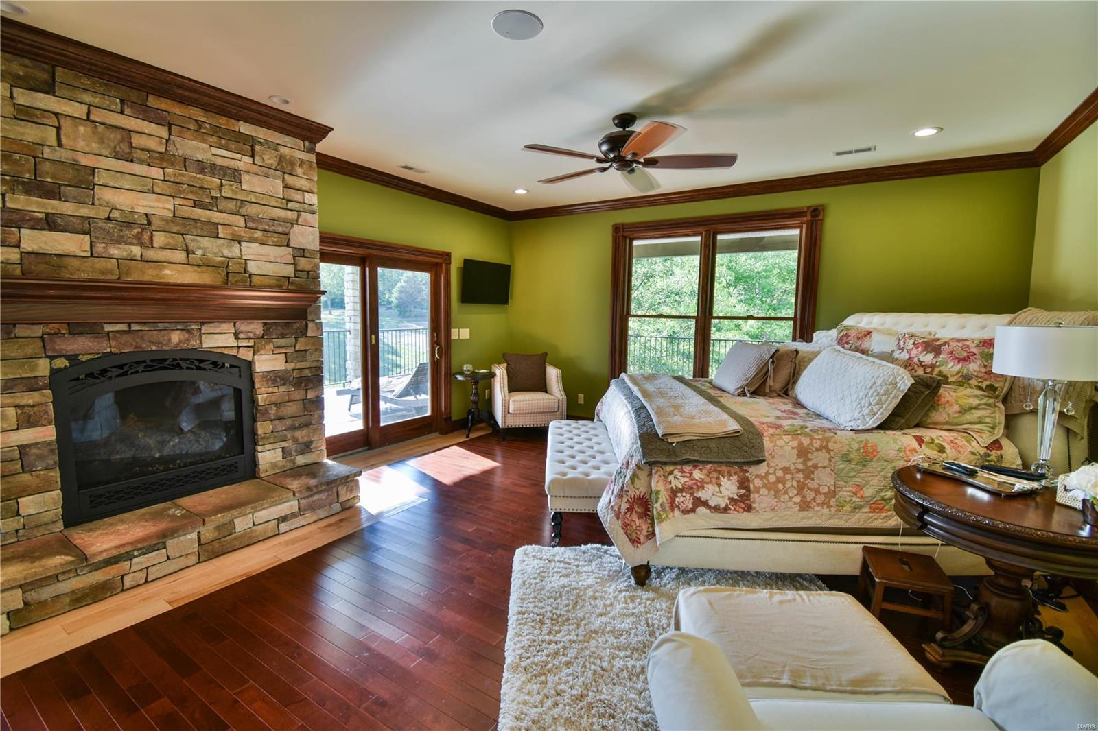 19 Lakeside Property Photo 49