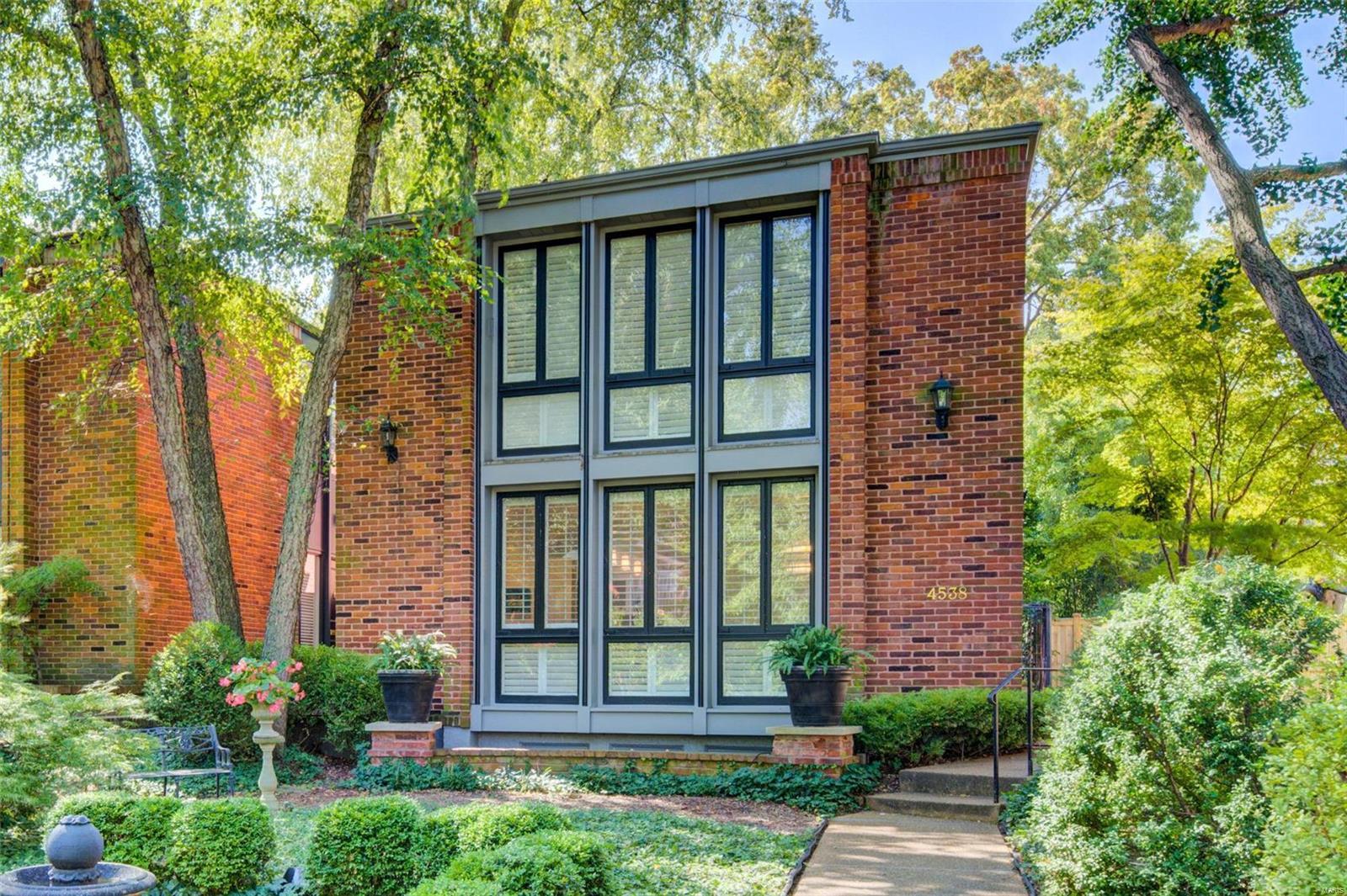 4538 Pershing Place Property Photo 1