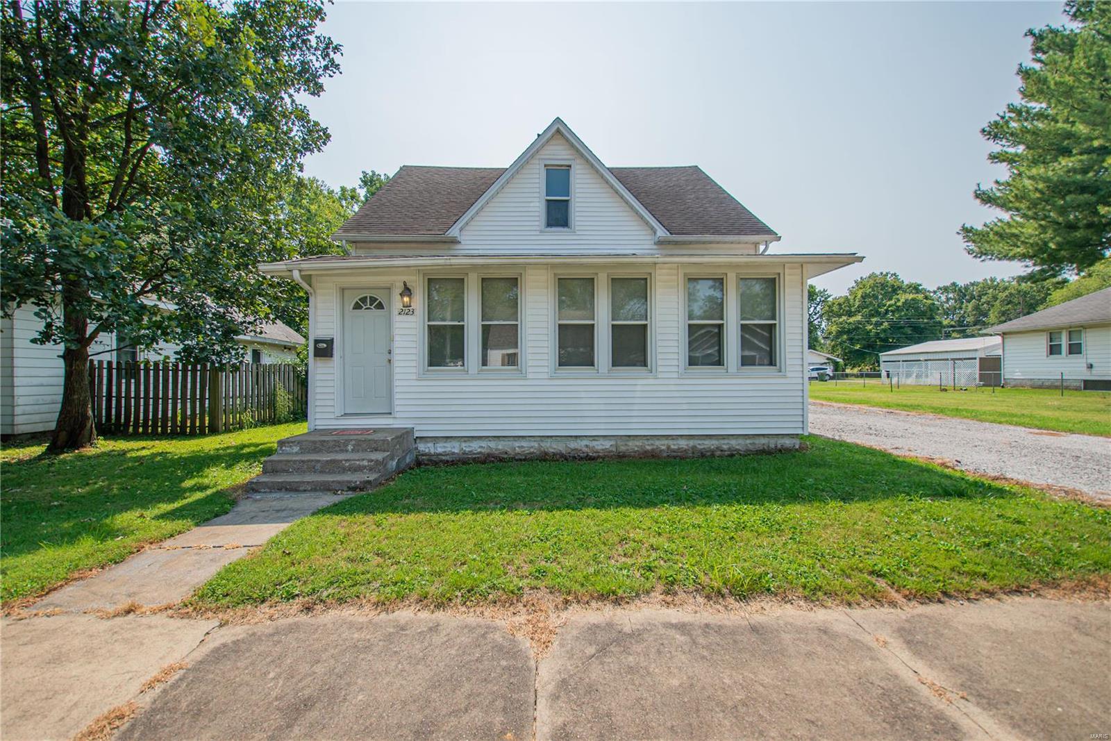2123 Clarke Street Property Photo 2